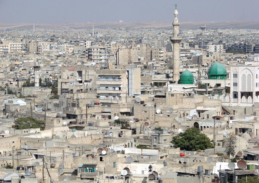 Вид города из цитадели Алеппо 7 октября 2007 года.