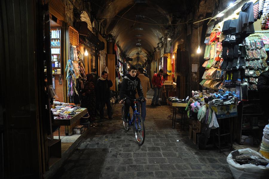 Аль-Мадина, крупнейший крытый рынок в мире, в Старом городе Алеппо приблизительной длиной 13 километров, 5 января 2011 года.