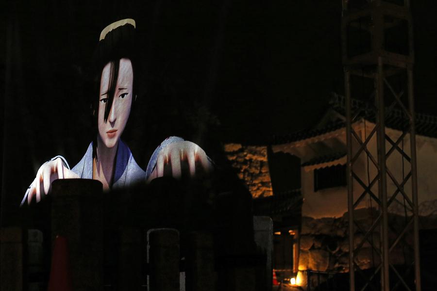 Образ японской истории проецируется на стену, используя цифровую технологию 3D - отображения, 29 ноября 2016 года в Химедзи, Япония.