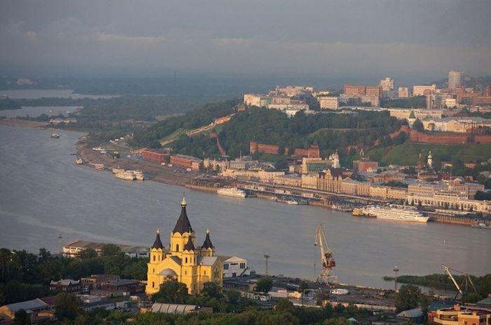 Собор Святого Александра Невского, Нижний Новгород вблизи пересечения рек Оки и Волги