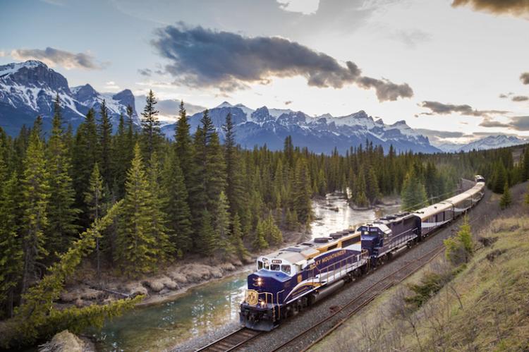 Потрясающие фотографии поездов в живописных пейзажах