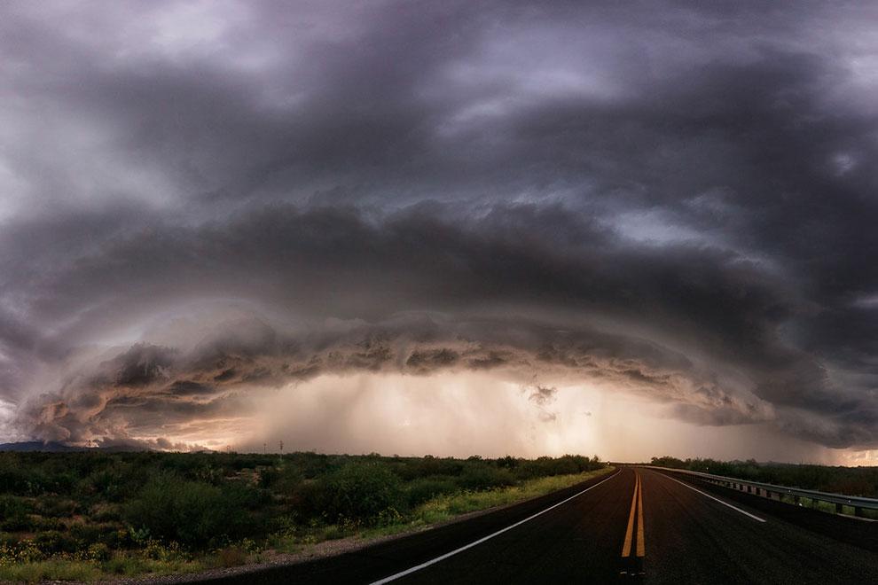 Облако движется в Сан - Мануэль, Аризона, 12 сентября 2016 г.