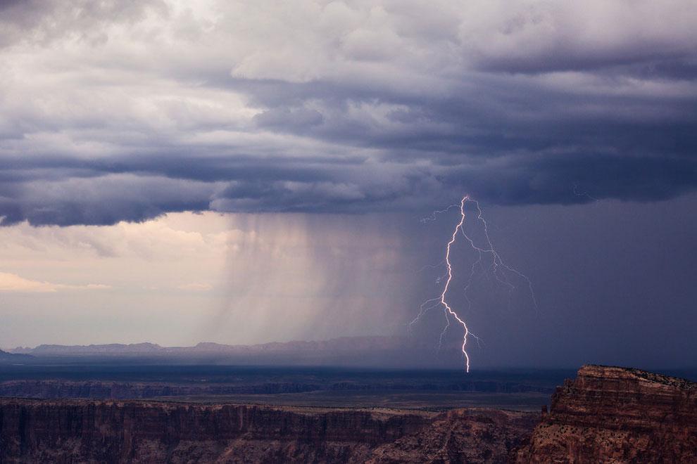 Потрясающие съемки грозы и песчаных бурь в Аризоне