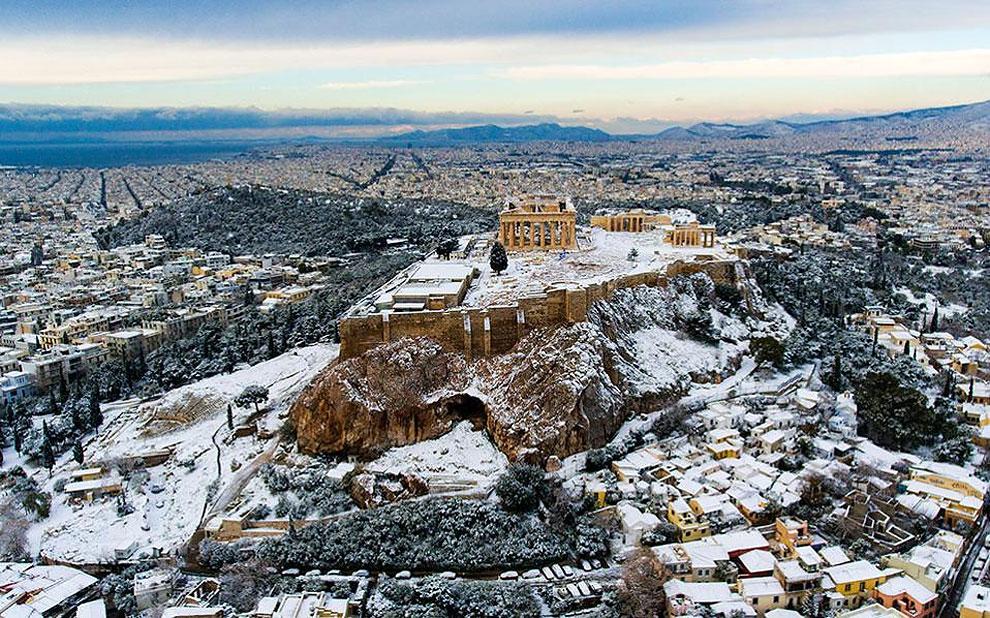 Редкий снегопад в Афинском акрополе