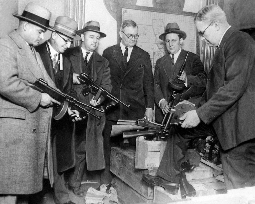 Сыщикам раздают автоматы для борьбы с преступниками 9 января 1927.