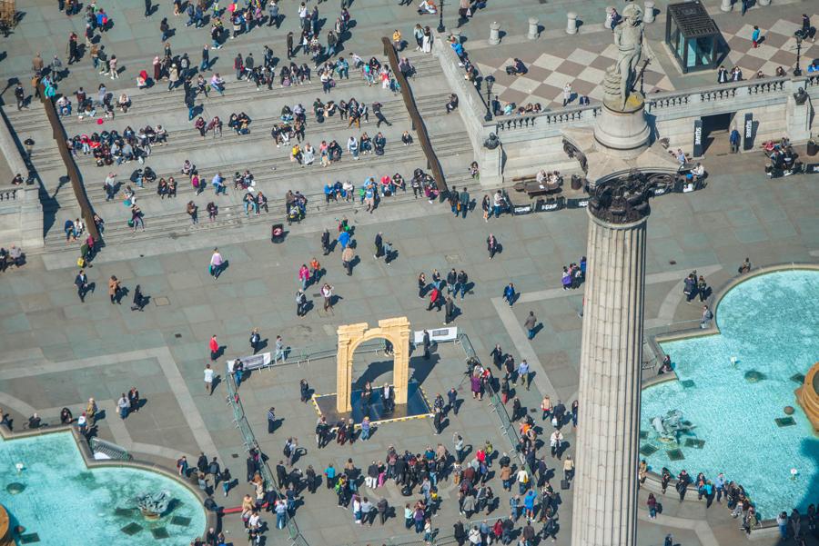 Копия разрушенной Триумфальной арки, в сирийской Пальмире на Трафальгарской площади в Лондоне.