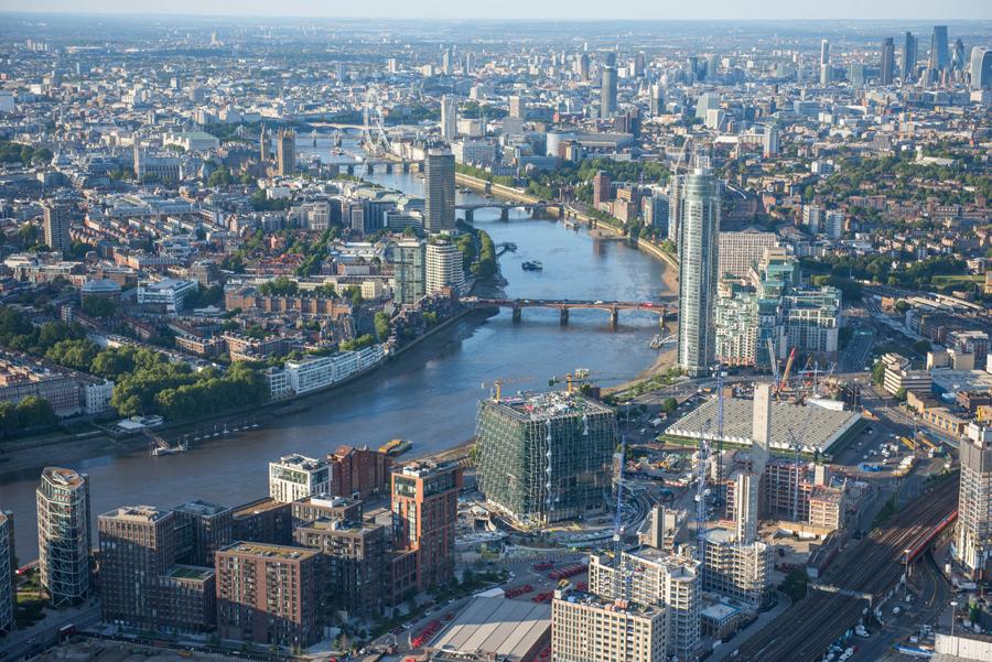 Обновление города у реки Темзы. В центре фотографии новое американское посольство.