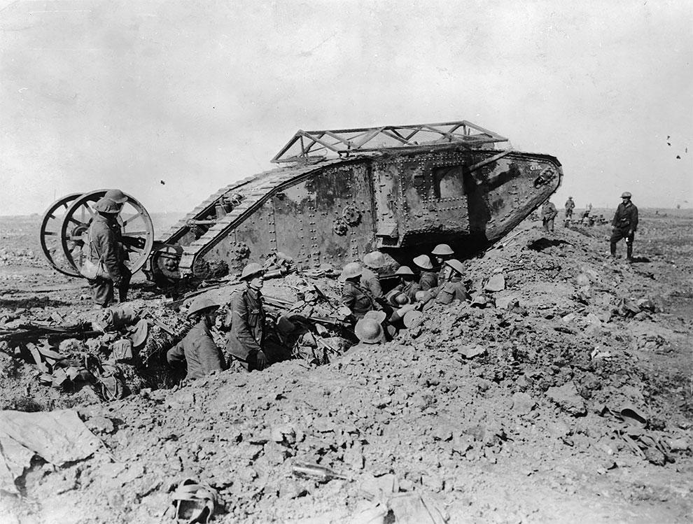 Британский танк во Франции во время Первой мировой войны, 1917 год.