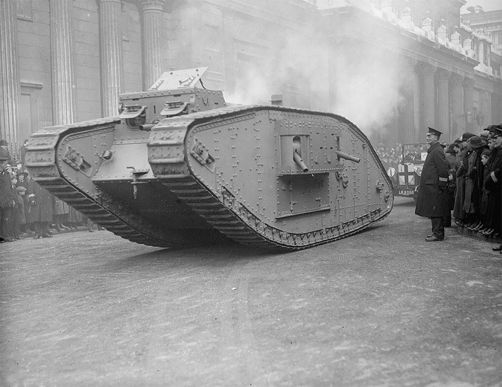 Модель танка МК4 на параде лорда-мэра в Лондоне, 1917 год.