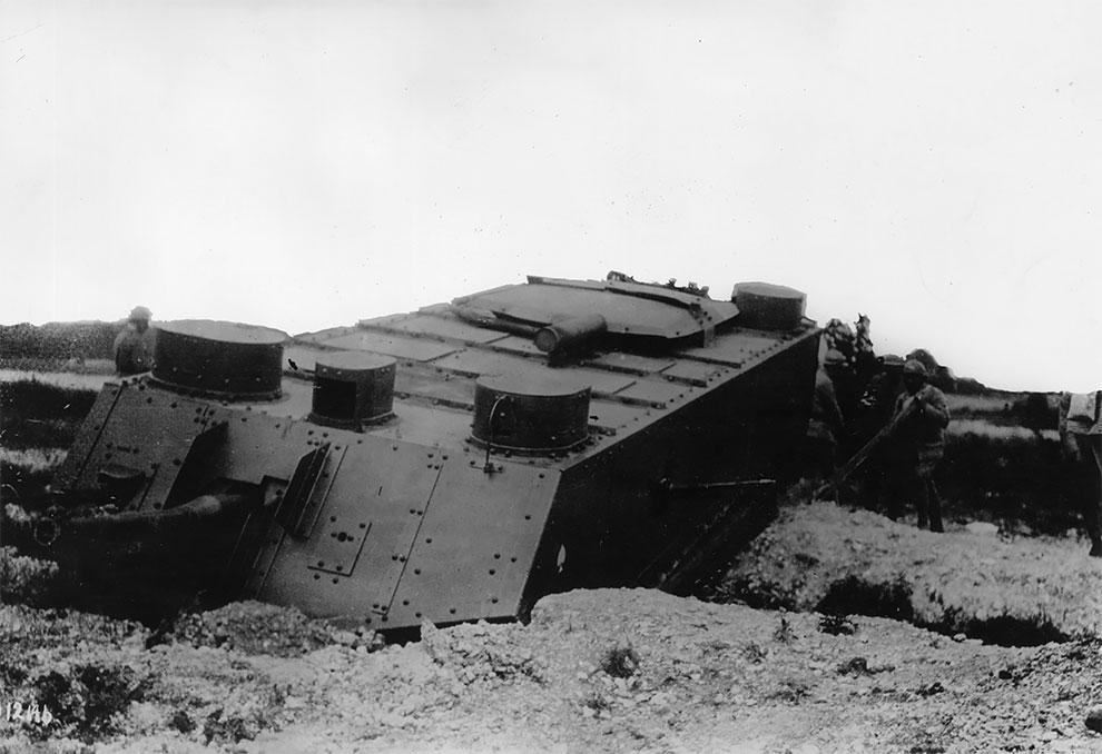 Французский танк на пересеченной местности, 1917 г.