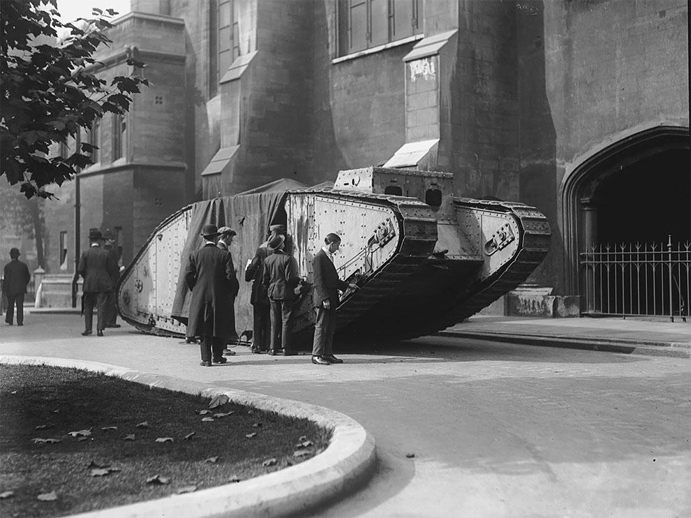 Танк в Лондоне, 1919 год.