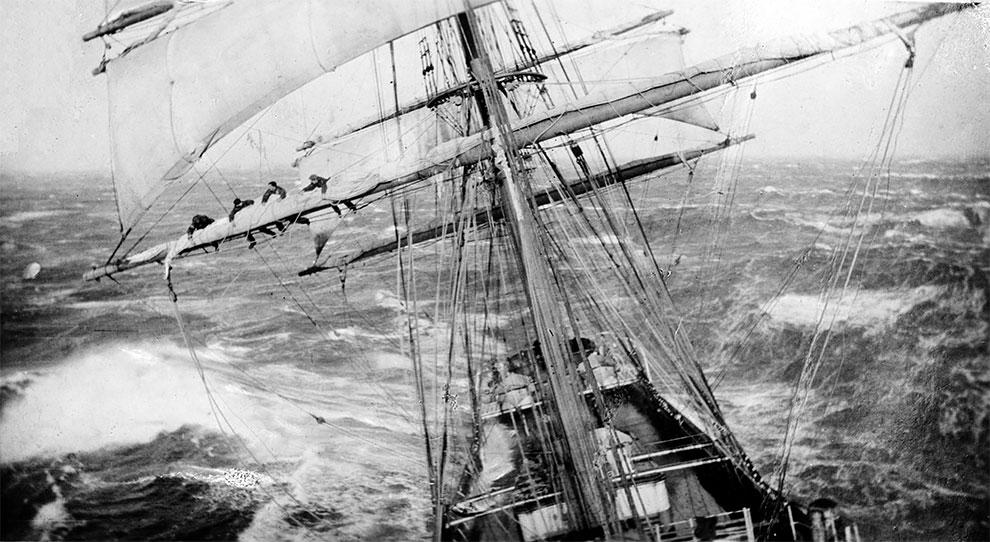 Работа на мачтах парусного судна в шторм, 1920г.
