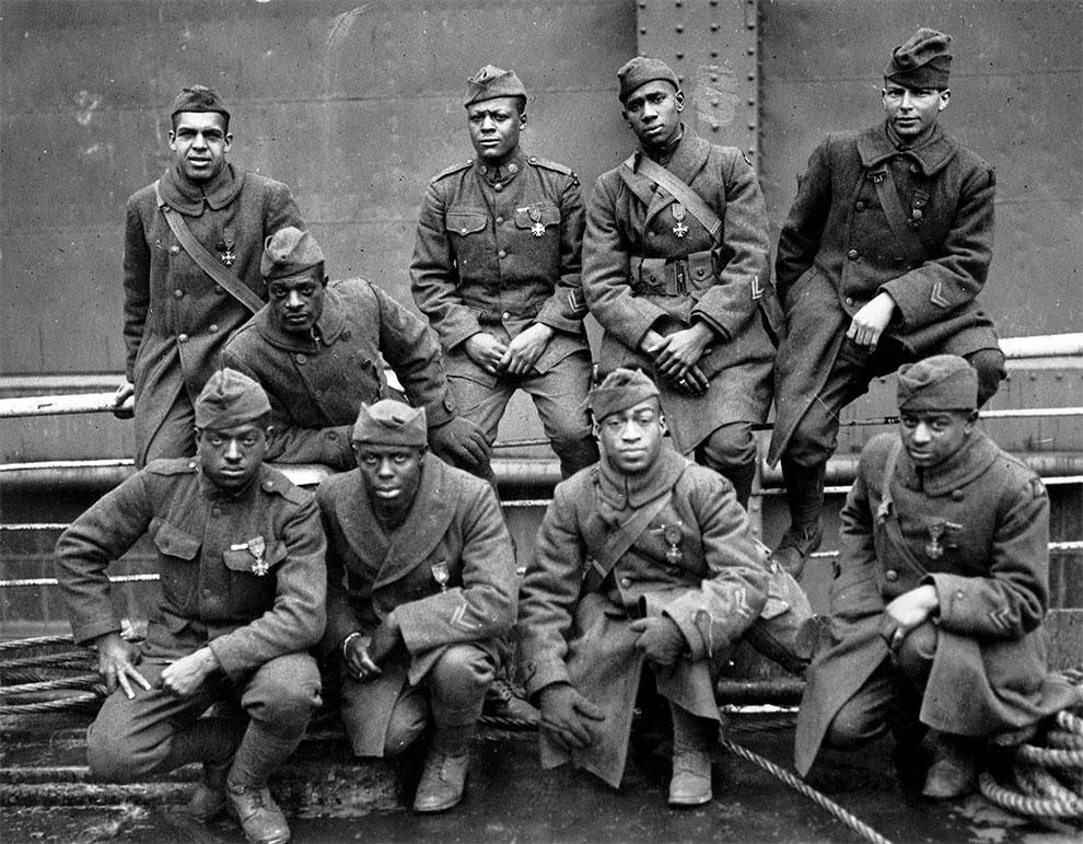 Адские бойцы Гарлема он же 369-й пехотный полк армии США фото 1919 год. Полк потерял в боях первой мировой 1500 бойцов.