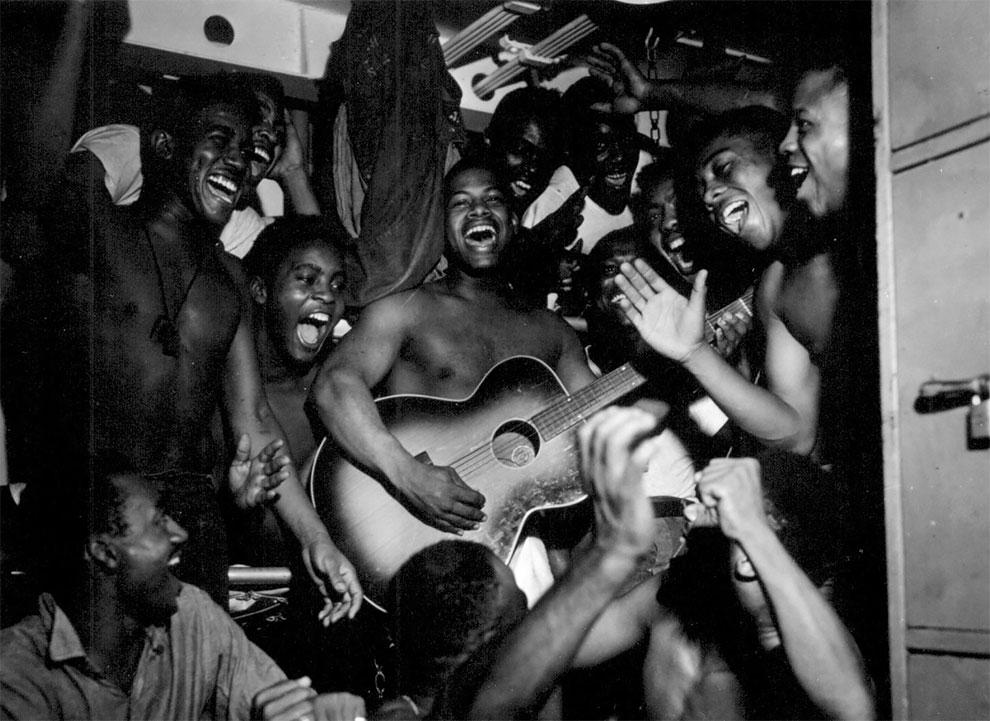 Моряки на борту американского корабля услышали новость о капитуляции Японии, 1945 год.