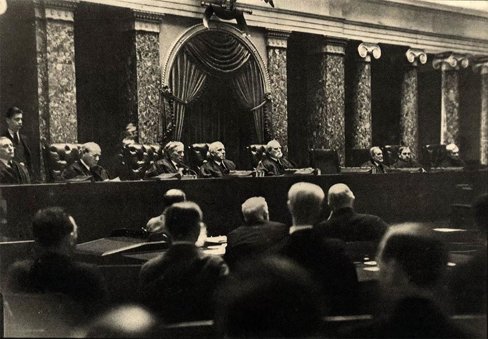 Фотография тайно сделанная в Верховном суде, 1932 г.