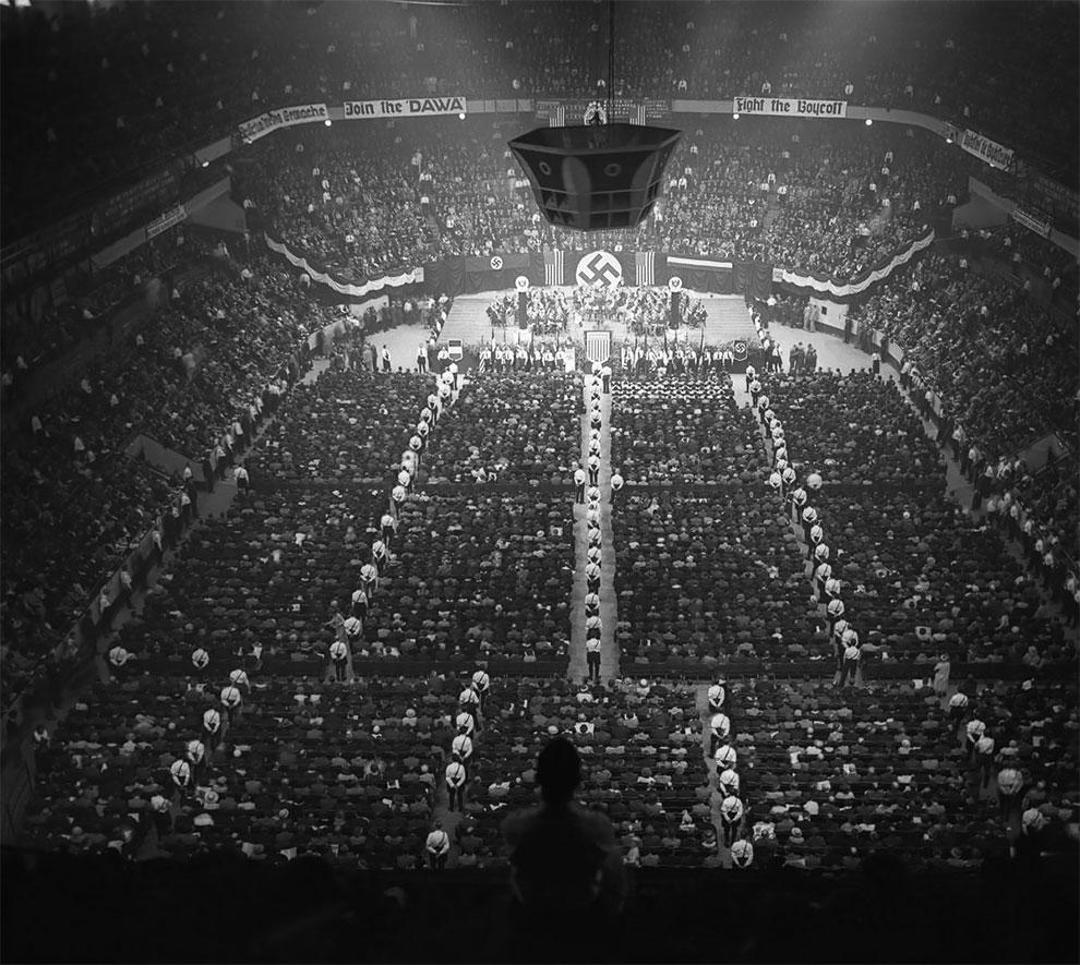 В 1939 году, 20 тысяч гитлеровских сторонников в США провели митинг в Мэдисон Сквер Гарден.