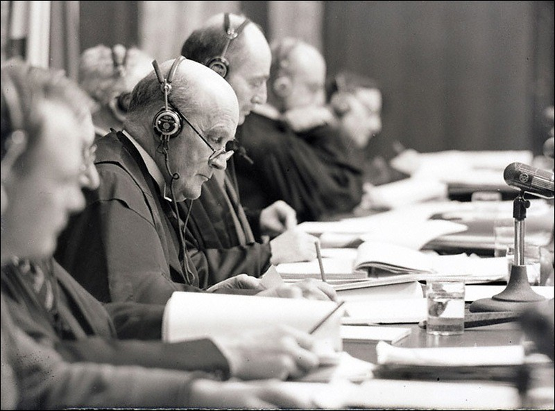 Лорд юстиции Джеффри Лоренс (Великобритания) - председатель Международного военного трибунала во Дворце юстиции на Нюрнбергском процессе.