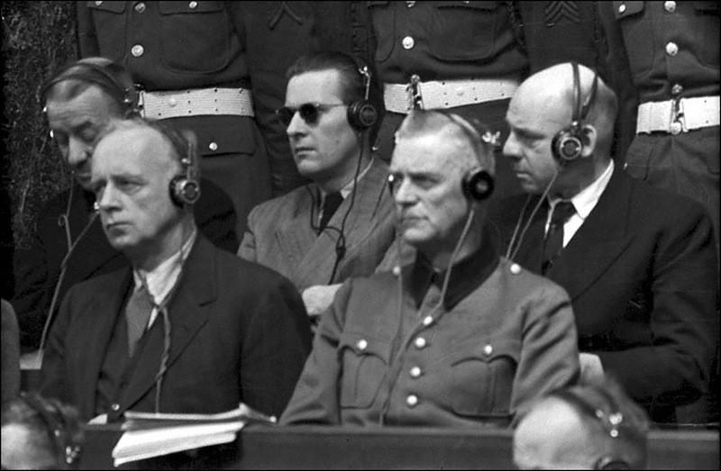 Риббентроп, фон Ширах, Кейтель, Заукель на скамье подсудимых на Нюрнбергском процессе.