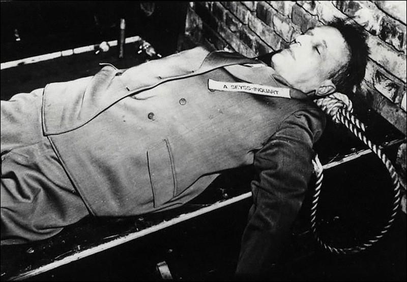 Смертный приговор Артуру Зейс-Инкварту приведен в исполнение. 16 октября 1946 г.