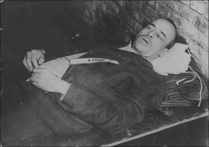 Франк был генерал-губернатором Польши (1939—1945), был адвокатом НСДАП до прихода к власти, после прихода участвовал в разработке новых законов гитлеровской Германии.
