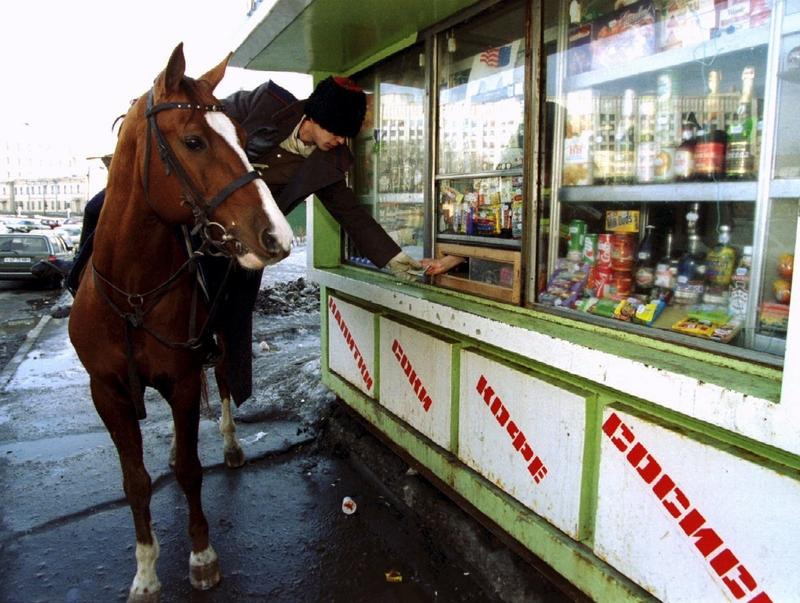 Казак на коне покупает бутылку водки, март, 1994.