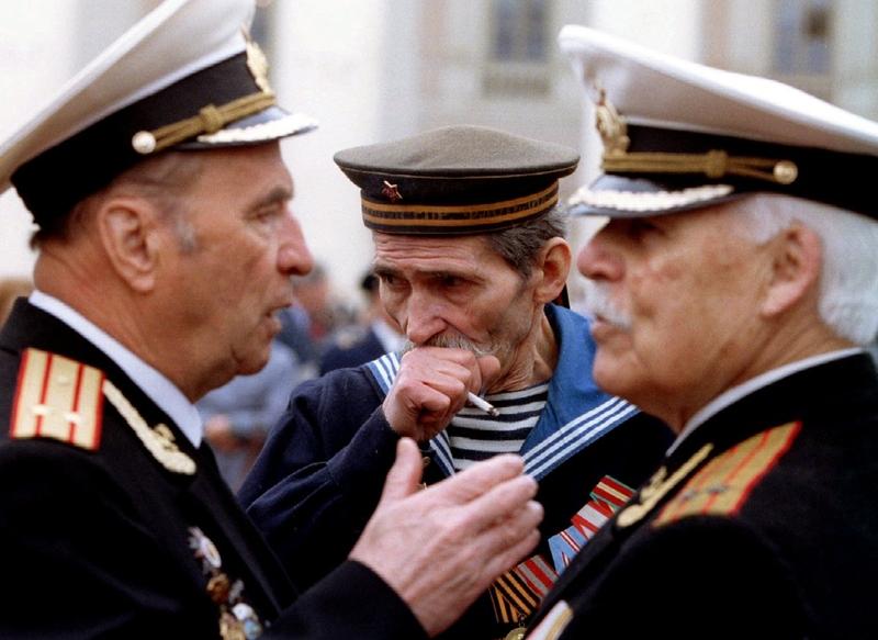 Ветераны перед Большим театром, 9 мая 1994 года.