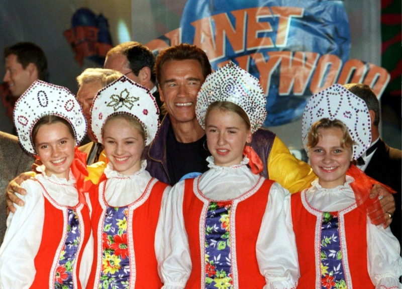 Шварценеггер на открытии ресторана «Планета Голливуд» в Москве, сентябрь 1996 года.