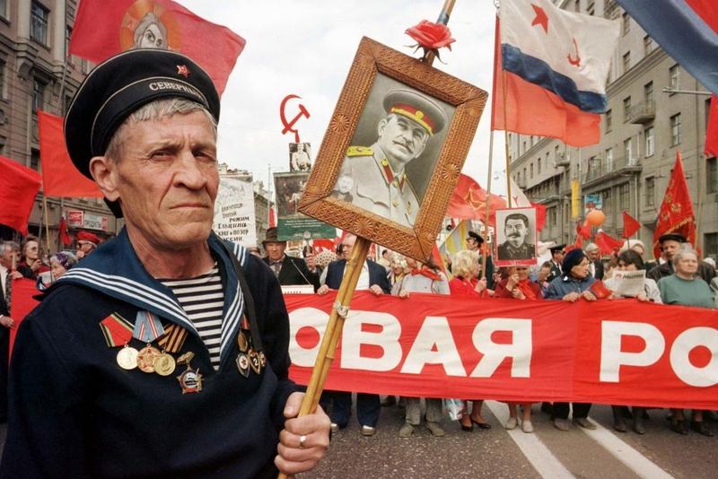 Ветеран Второй мировой войны на митинге в День Победы, 9 мая 1997 года.