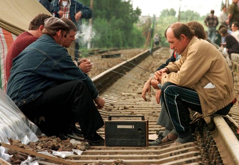 Забастовка шахтеров в городе Шахты, май 1998 года.