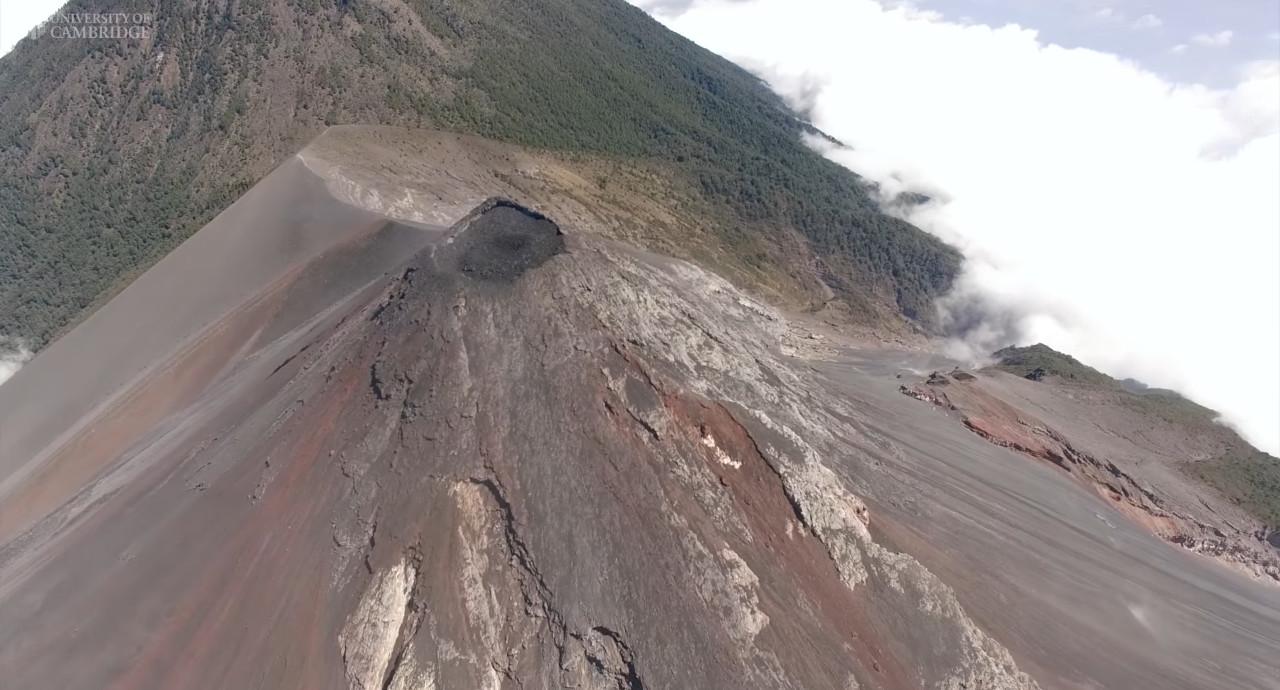 Видеозапись извержения вулкана снятое дроном