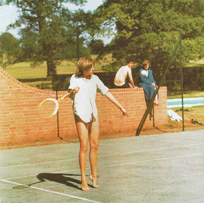 Молодая принцесса Диана, играет в теннис