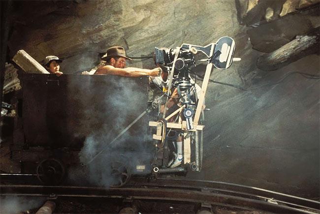 Харрисон Форд снимается в сцене Индиана Джонс и Храм Судьбы: