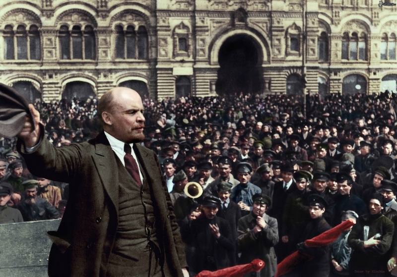 Ленин на демонстрации на Красной площади в Москве, 1919.