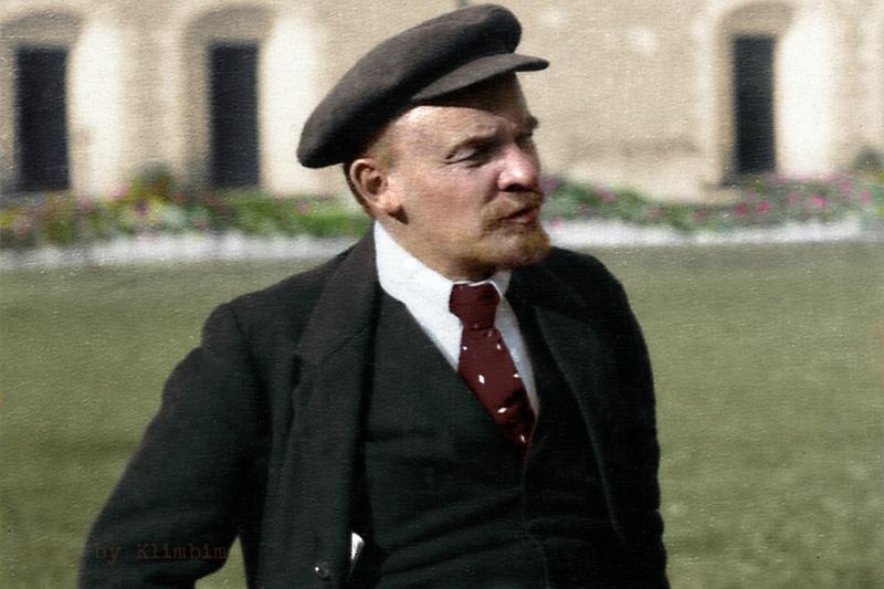Ленин оправившись от ранения после попытки покушения, 1918 г. Москва.