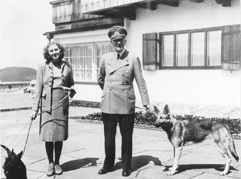 Адольф Гитлер и Ева Браун на Бергхофе, 1942