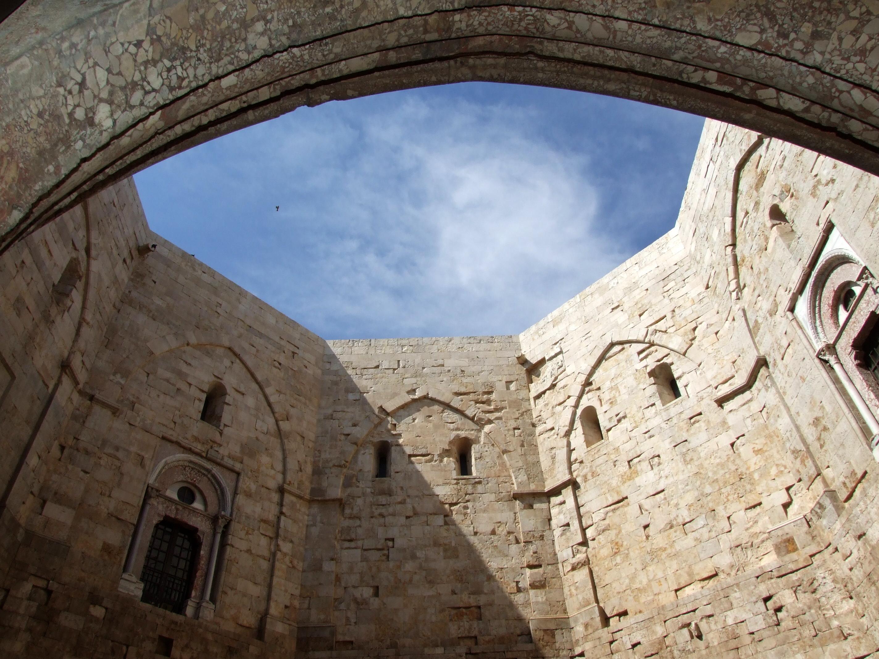 Замки Италии: Кастель-дель-Монте (Castel del Monte)
