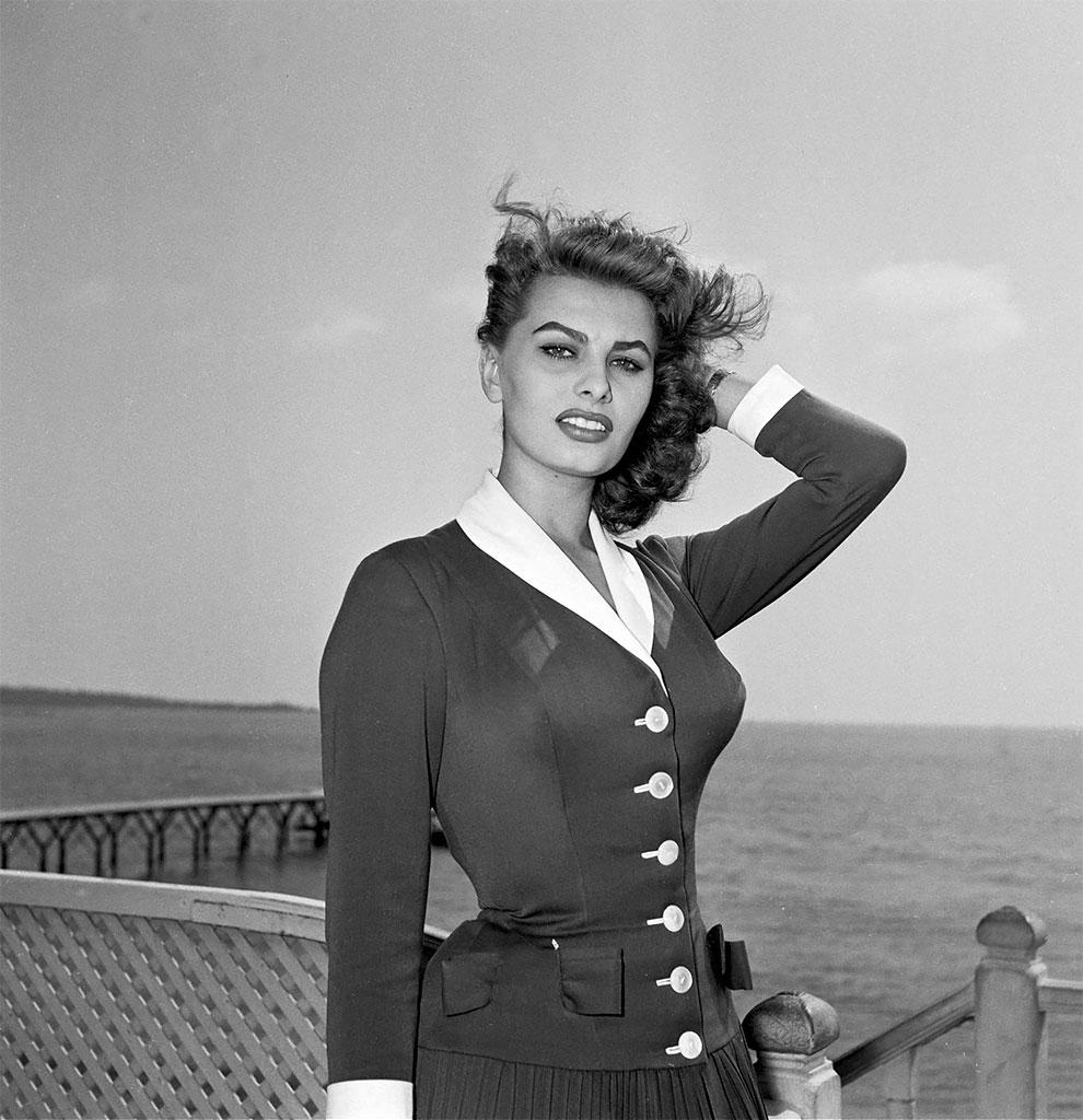 Голливудская звезда Софи Лорен на Каннском кинофестивале, Франция, 1954 год.