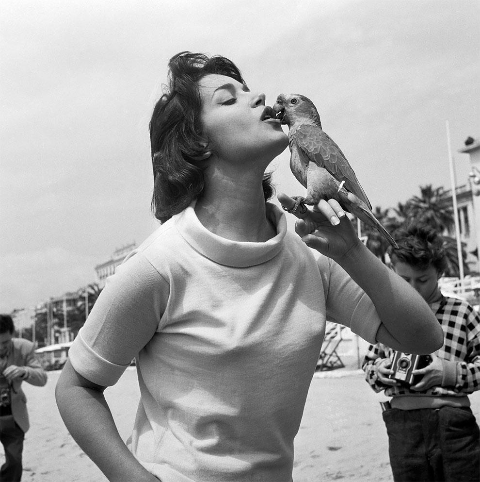 Франсуаза Фабиан на 9-м Международном кинофестивале в Каннах, Франция, 1956.