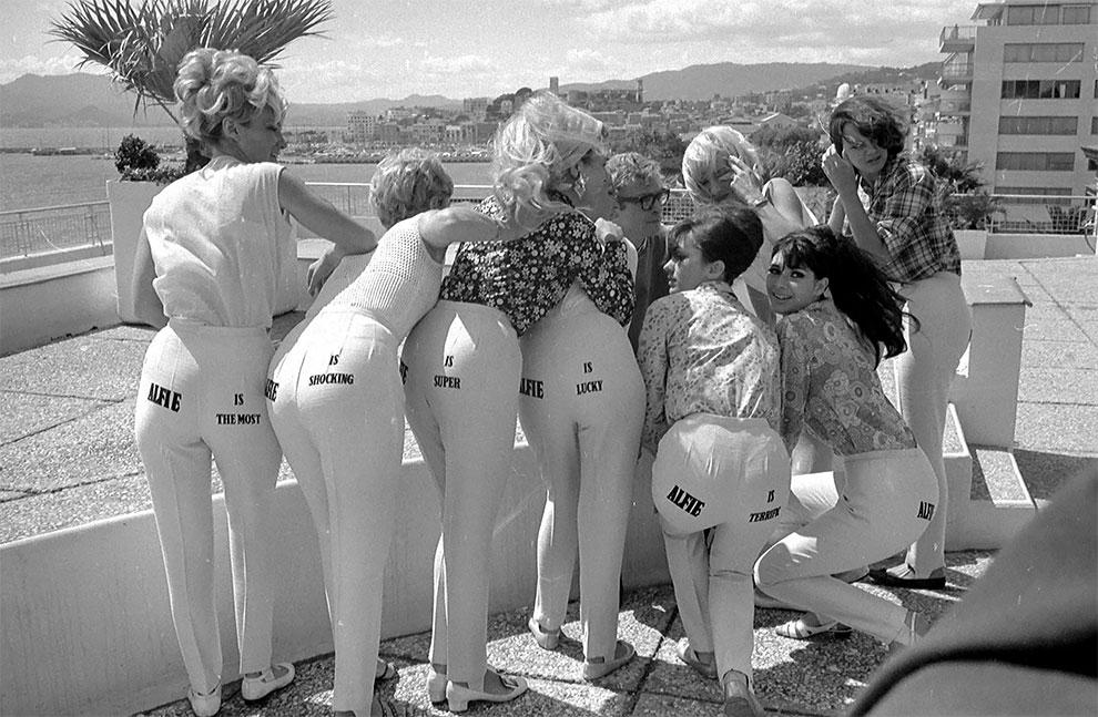 Майкл Кейн во время раскрутки своего фильма Элфи «Alfie». Каннский кинофестиваль, Канны, Франция, 1966г.