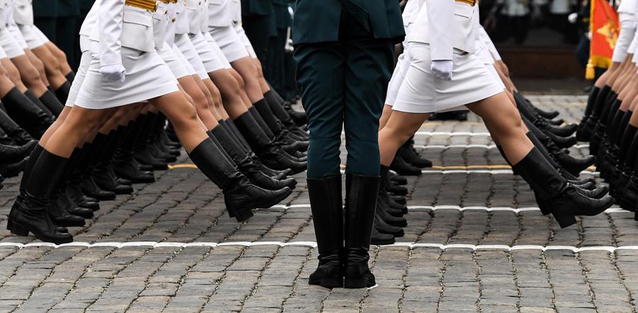 Марш на Красной площади во время военного парада.