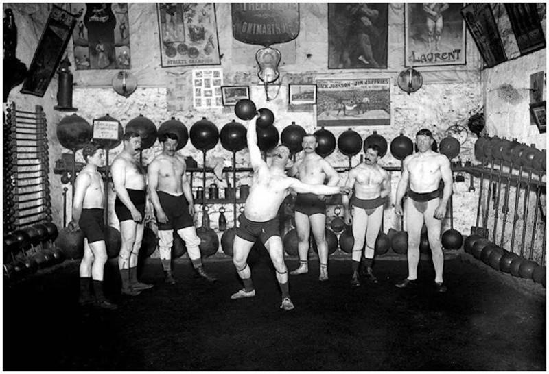 Атлетический клуб на Монмартре, 1913 год.