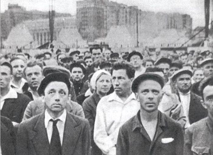 22 июня 1941 года, Москва, 9:00 утра, люди в шоке от услышанных новостей.