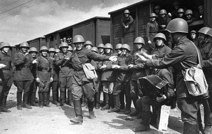 Первые советские войска на фронте. 25 июня 1941.