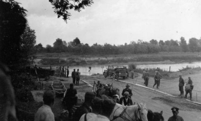 Советско - польская граница эта река. Нацисты готовятся пересечь её 22 июня 1941 года.