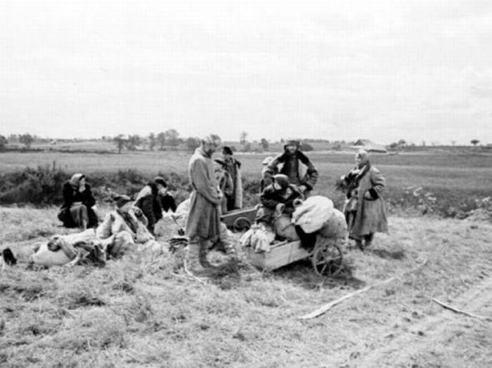 Люди начали бежать из своих деревень в тот же день вторжение началось.