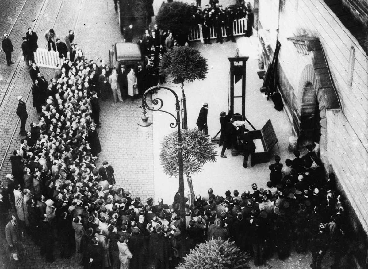 Последняя публичная казнь во Франции с помощью гильотины в 1939 году