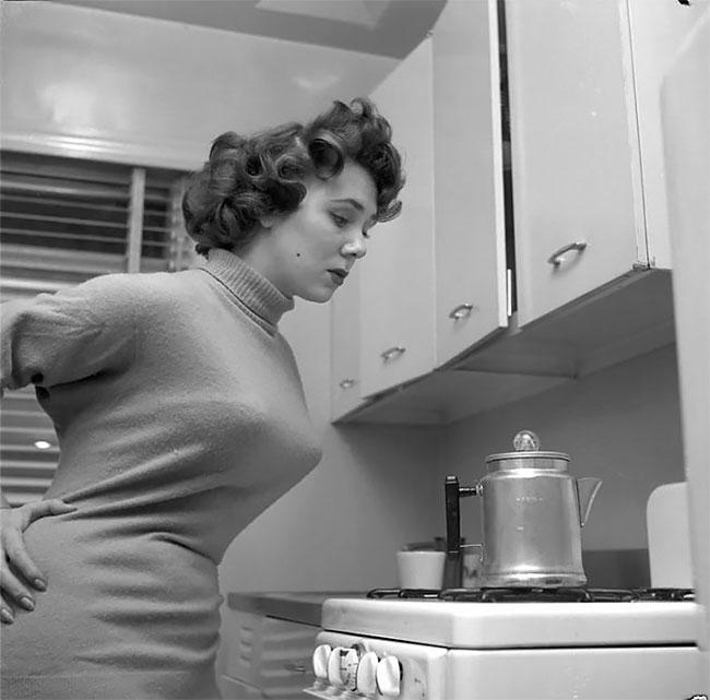 Женщины носившие «пули» на груди в 1940-х и 1950-х годах