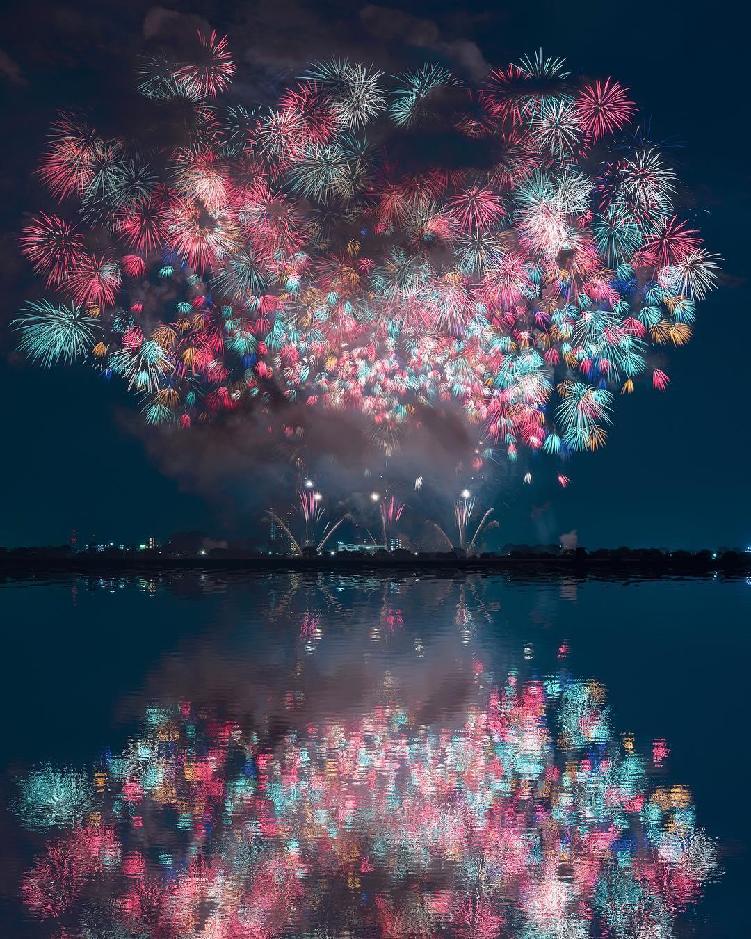 Фотограф Кейсуке запечатлел красоту фейерверков в Японии (Hanabi Taikai)