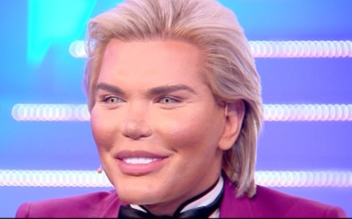 Живой Кен хочет сменить пол и стать Барби!