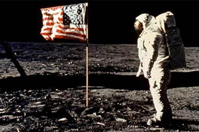 Почему люди на самом деле не летают на Луну